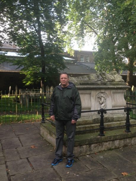 2013-09-26 Me at John Bunyans grave